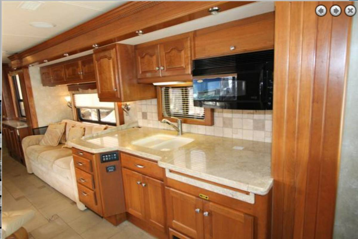 2009 Prevost Country Coach 45 FT Motorhome For Sale in Des ...