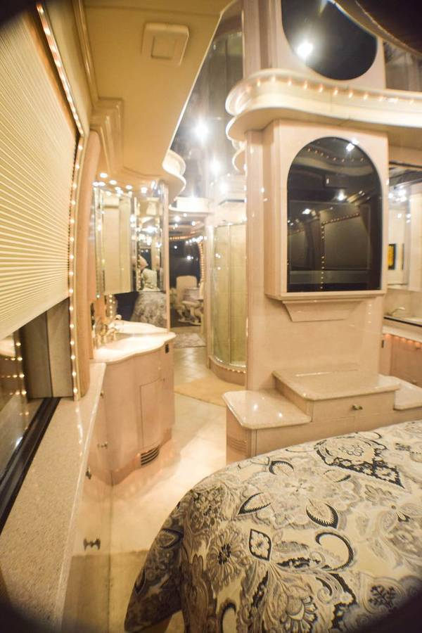 Inside A Cruise Ship Engine Room: 2001 Prevost XLII Liberty Motorhome For Sale In Fort Myers, FL